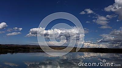 Nubes ideales en el cielo azul, paisaje del timelapse almacen de video