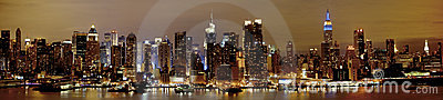 Nueva York Manhattan en la noche Imagen editorial