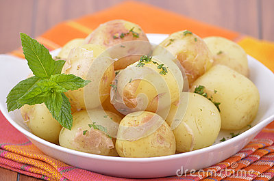 Nugget potatoes with mint
