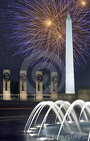 Nuit de monument de feux d artifice de C.C au-dessus de Washington