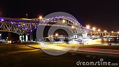 Nuit Timelapse de pont en eau bleue banque de vidéos