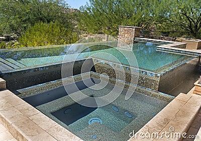 Nul horizon modern zwembad royalty vrije stock foto 39 s afbeelding 34462548 for Modern zwembad