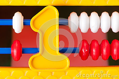 Numero di plastica uno sui precedenti della spesa dei bambini