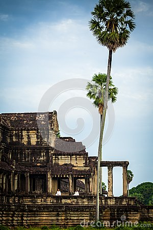 Nuns meditate on the ruin of Angkor Wat at sunrise Editorial Stock Image
