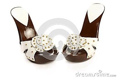 Nuove scarpe della donna