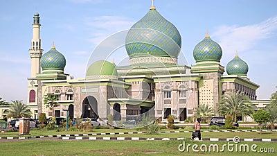 An-Nur stor moské i Pekanbaru, Indonesien, lutande upp arkivfilmer