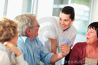 Nurse with patients during a game of cards