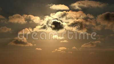 Nuvens no c?u, por do sol dram?tico, dia nebuloso macio, ver?o da natureza no crep?sculo filme