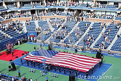 Церемония открытия США раскрывает спичку людей окончательную на короле Национальн Теннисе Центре Билли Джина Редакционное Изображение