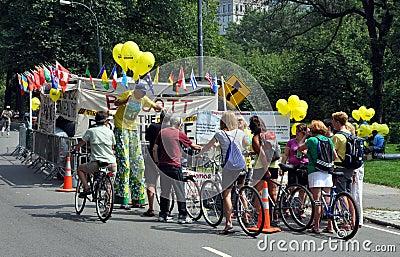 NYC: Bicyclists e grevistas em Central Park Fotografia Editorial