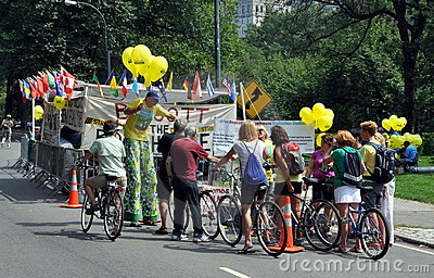 NYC: Bicyclists e percussori in Central Park Fotografia Editoriale