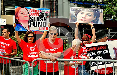 NYC: Candidato autarca Christine Quinn do protesto dos demonstradores Foto Editorial