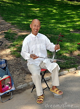 NYC: Chinese Man Playing Erhu Editorial Stock Photo