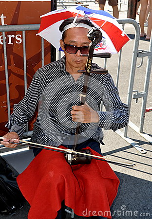 NYC: Chinese Musician Playing Erhu Editorial Photography