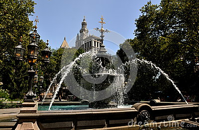 NYC: City Hall Park Fountain Editorial Stock Photo