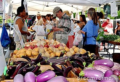 NYC: Columbus Avenue Farmer s Market Editorial Stock Photo