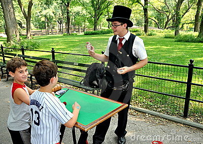 NYC: Magician in Central Park Editorial Stock Photo