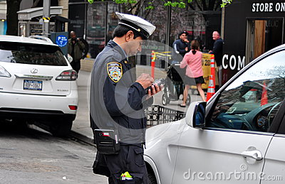 Speeding Ticket Prices >> NYC: Policeman Giving Parking Ticket Editorial Stock Photo - Image: 30508333