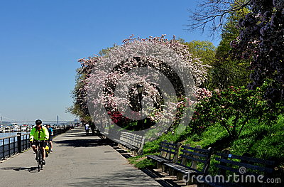 NYC: Riverside Park Promenade Editorial Photography