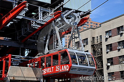 NYC:  Roosevelt Avenue Tram Editorial Photo