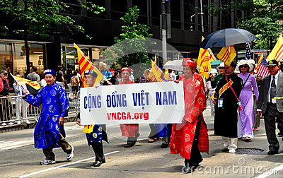 NYC: Vietnamese Marching in International Immigrants Parade Editorial Stock Image