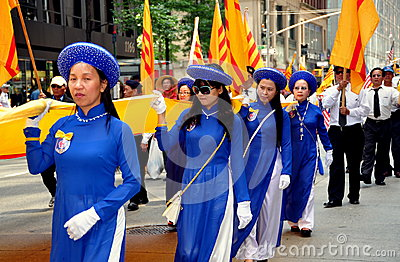 NYC: Vietnamese Marching in International Immigrants Parade Editorial Image