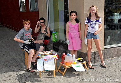 NYC: Youngsters Selling Lemonade and Cupcakes Editorial Photography