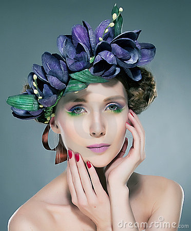 Free Nymph Pretty Brunette In Flowers Crown Stock Photo - 21952680