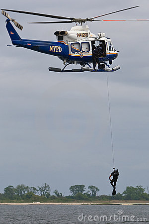 NYPD Raises Diver Editorial Stock Image