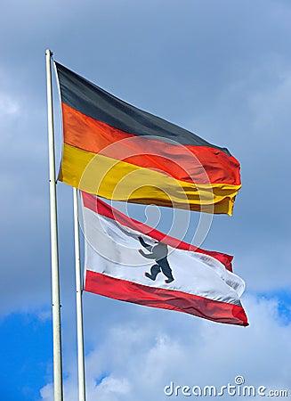O alemão e a bandeira de Berlim