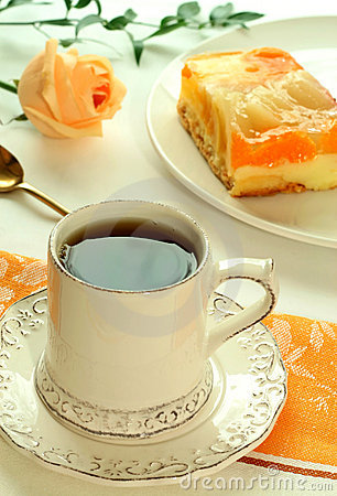 O Copo Do Chá, Bolo Da Fruta E Levantou-se