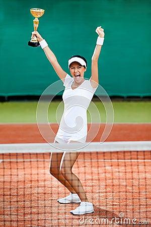 O jogador de ténis fêmea profissional ganhou a competição