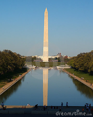 O monumento de Washington na C.C.