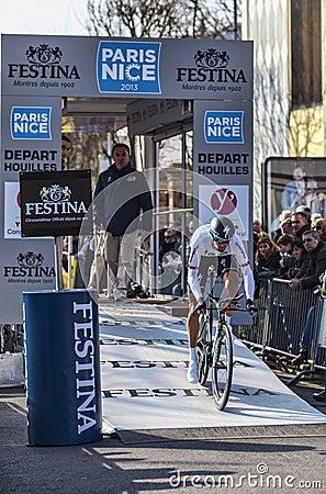 O prólogo 2013 agradável de Velits Peter Paris do ciclista em Houilles Imagem de Stock Editorial
