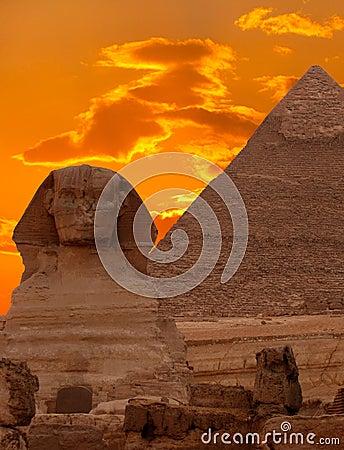 O Sphinx e a grande pirâmide