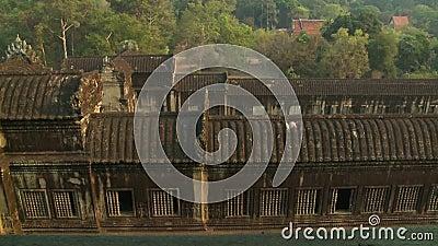 O topo de alguns edifícios realmente antigos filme