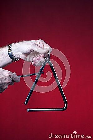 O triângulo jogou isolado no vermelho