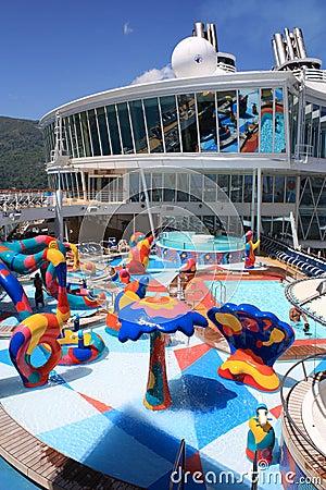 Oasi a bordo di zona di impatto dell onda dei bambini dei mari Fotografia Editoriale
