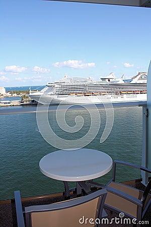 Oasi del balcone della nave da crociera dei mari