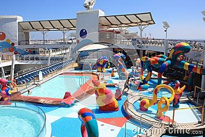 Oasis a bordo de la zona de chapoteo de los cabritos de los mares Imagen de archivo editorial