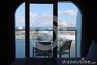 Oasis del balcón del barco de cruceros de los mares
