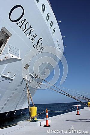 Oasis del barco de cruceros de los mares Foto de archivo editorial