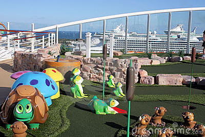 Oasis golf de bateau de croisière de mers du mini Photo stock éditorial