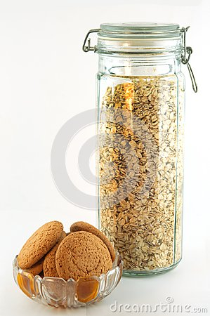 Oat biscuits and oat flakes