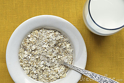 Oat-flakes with milk