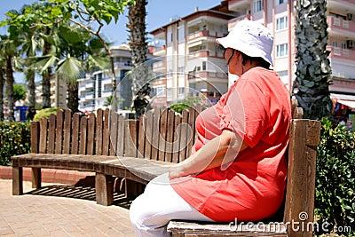 Obese turist för kvinnlig