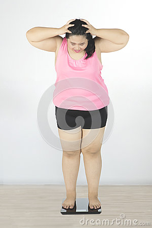 Free Obese Woman Looking Weight Scale Royalty Free Stock Photos - 94610798