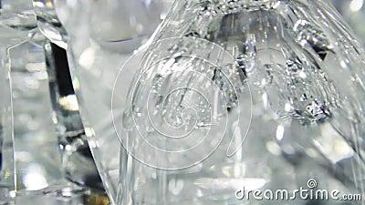Objetos transparentes de cristal con reflejo claro almacen de video