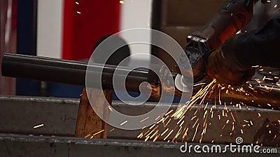 Obrero Grinding almacen de metraje de vídeo