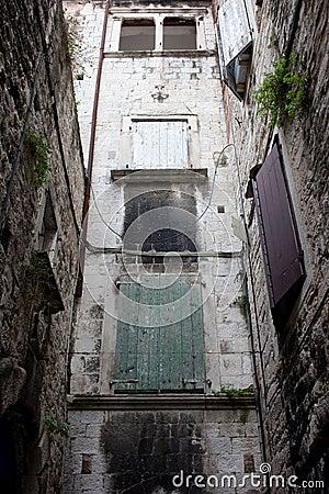 Obsolete Architecture